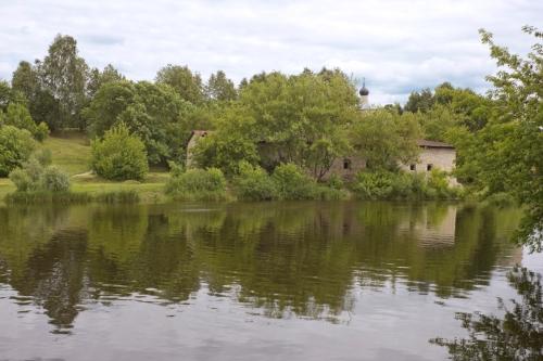 Еще один псковский пейзаж с Гремячей горой и остатками Кожевенного завода
