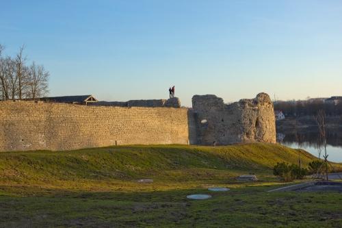 Остатки Варлаамской башни и кусок стены на Запсковье